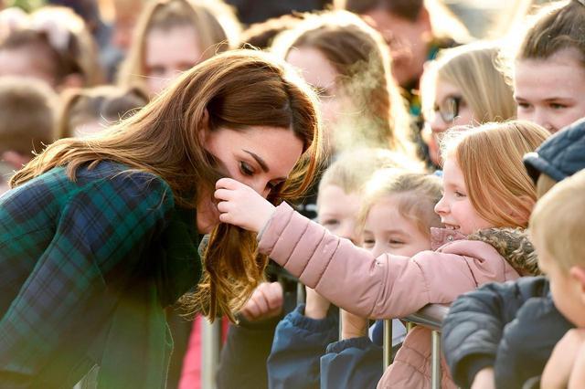 画像3: キャサリン妃と少女の2ショットに反響