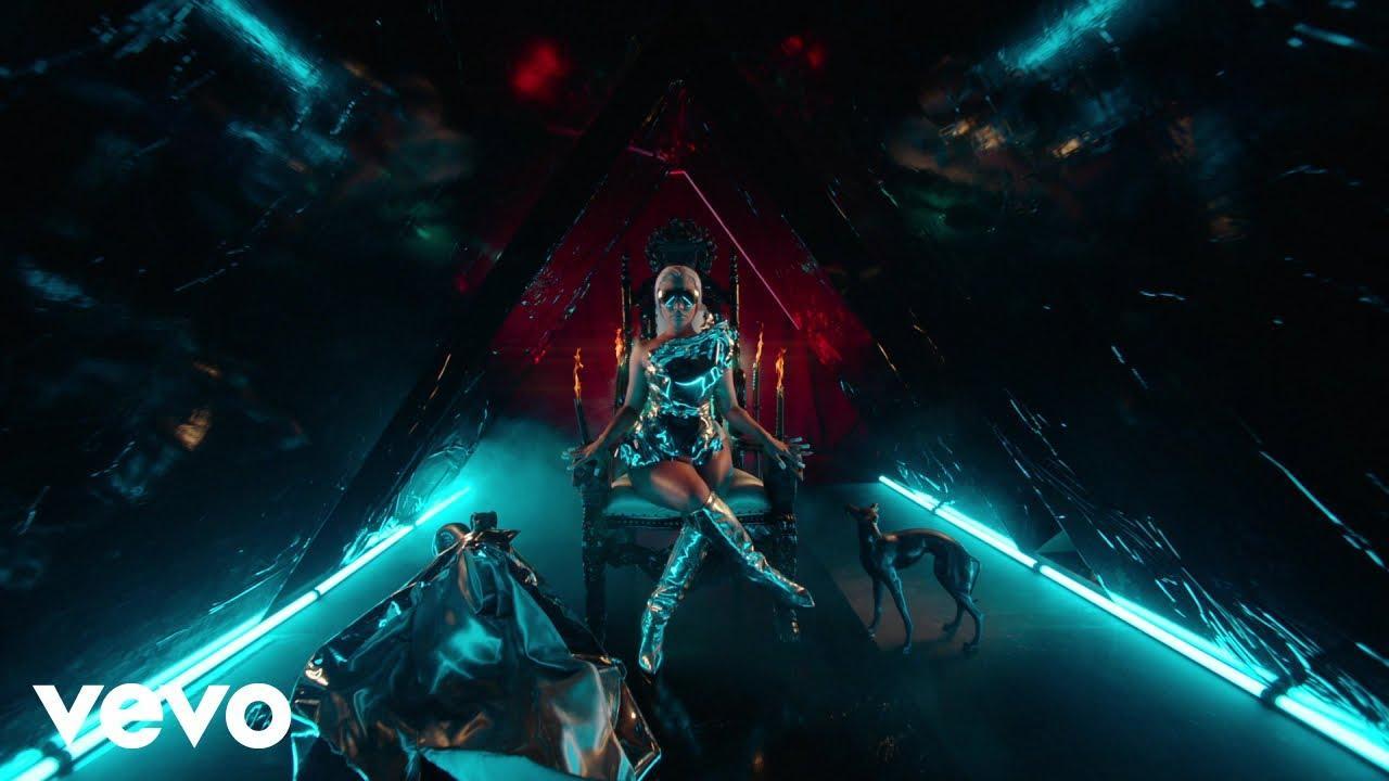 画像: Nicki Minaj - Hard White www.youtube.com