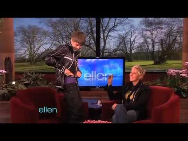 画像: Justin Bieber Flashes His Underwear www.youtube.com