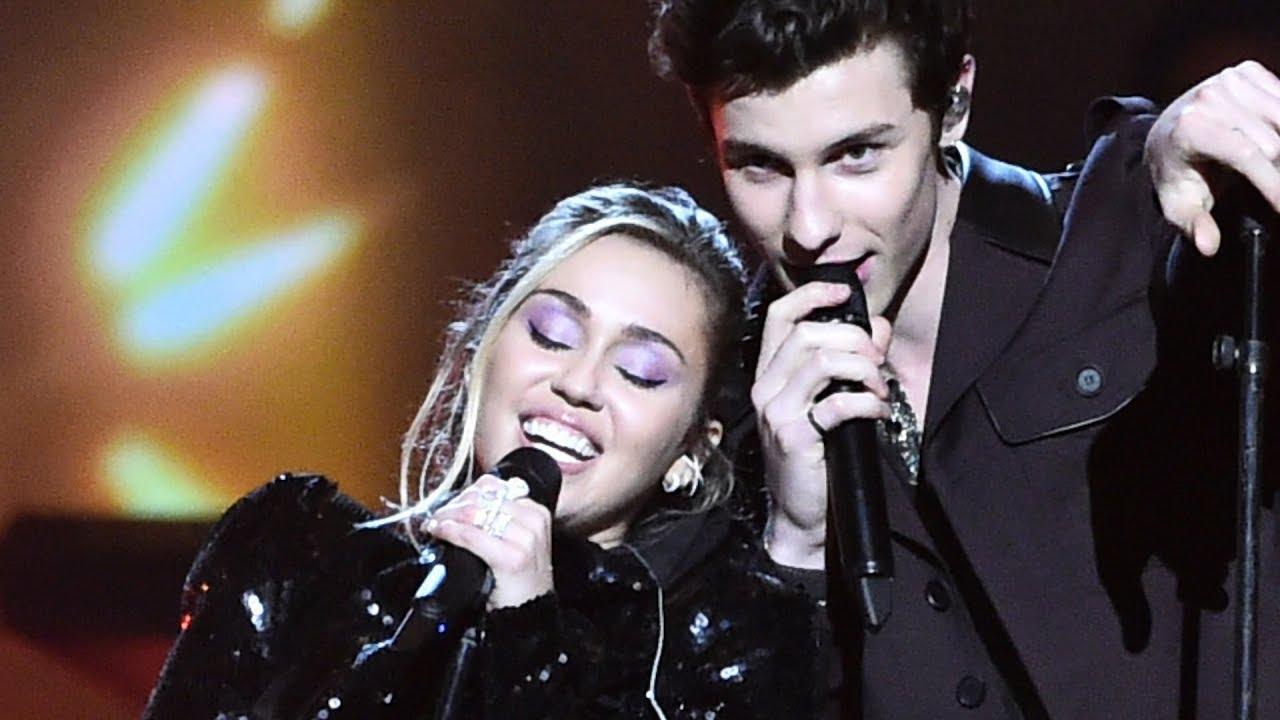 画像: Miley Cyrus and Shawn Mendes Perform 'Islands in the Stream' www.youtube.com