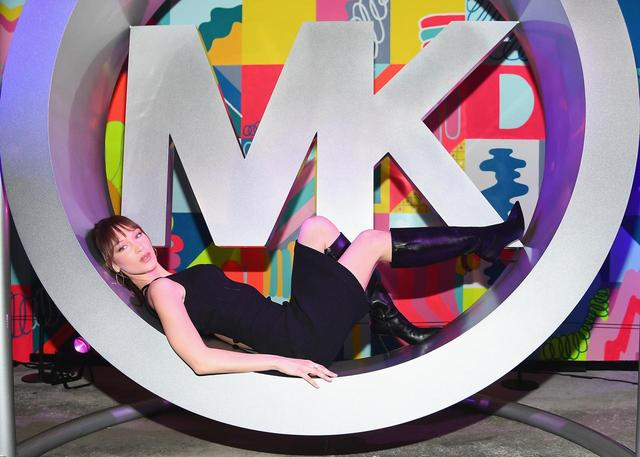 画像4: マイケル マイケル・コース スプリング2019パーティー、主役はベラ・ハディッド!
