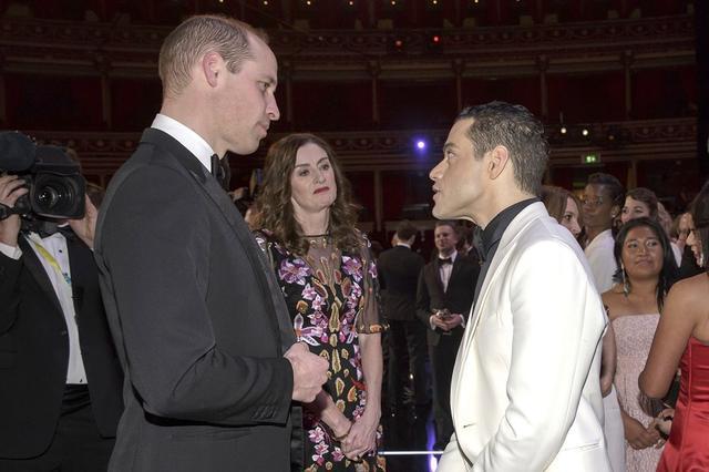 画像: ウィリアム王子と対面するラミ。