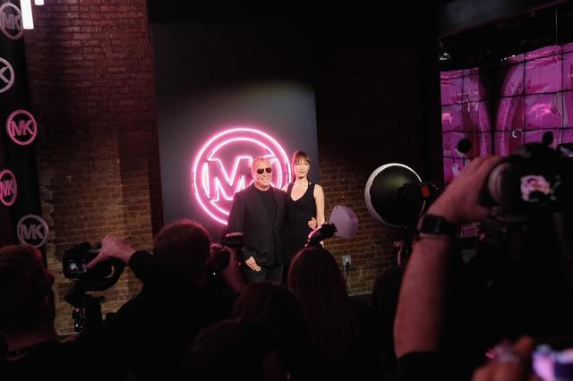 画像3: マイケル マイケル・コース スプリング2019パーティー、主役はベラ・ハディッド!