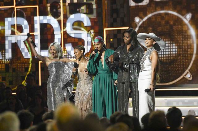 画像: 左から、レディー・ガガ、ジェイダ・ピンケット・スミス、アリシア・キーズ、ミシェル・オバマ、ジェニファー・ロペス。