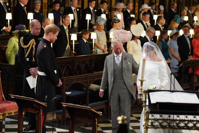 """画像: 結婚式に""""花嫁の父が不在""""の真実"""