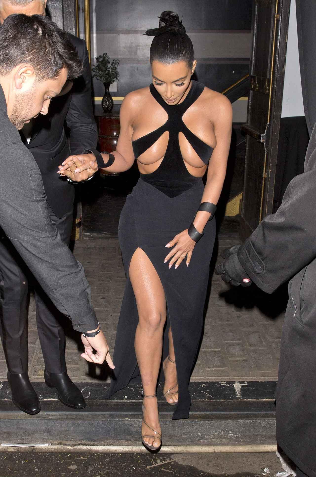 画像3: ハイリスクなドレスを着てアワードに出席