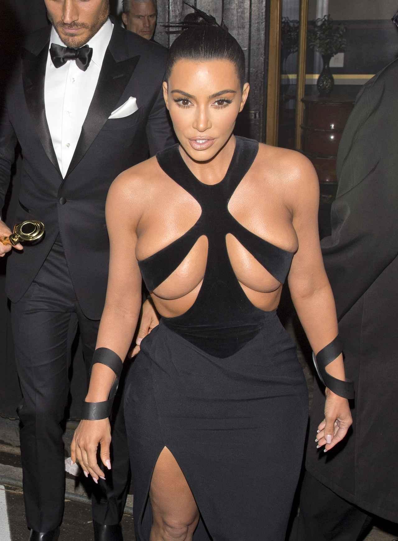画像2: ハイリスクなドレスを着てアワードに出席