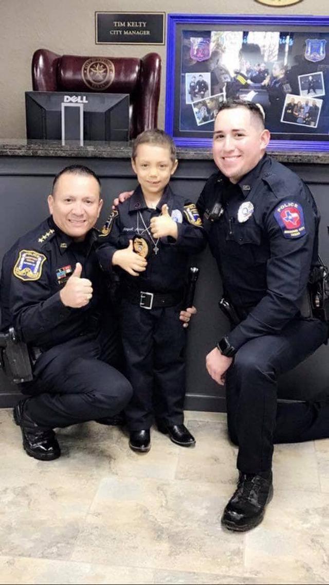 画像3: 末期ガンの6歳の少女、警察官になりたいという夢を叶える