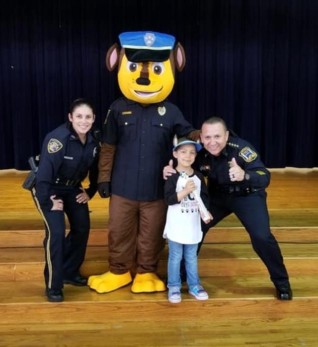 画像2: 末期ガンの6歳の少女、警察官になりたいという夢を叶える