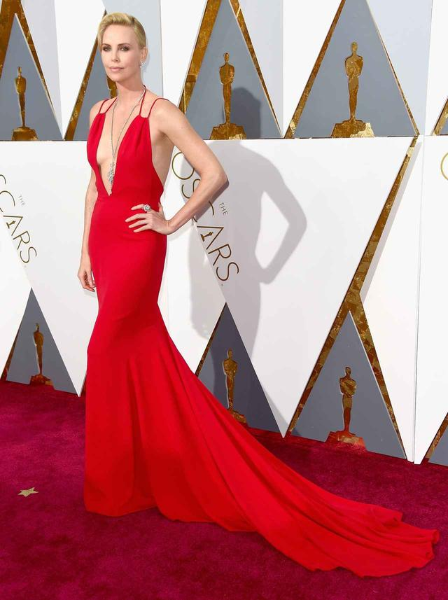 画像: 第88回アカデミー賞授賞式 女優のシャーリーズ・セロン
