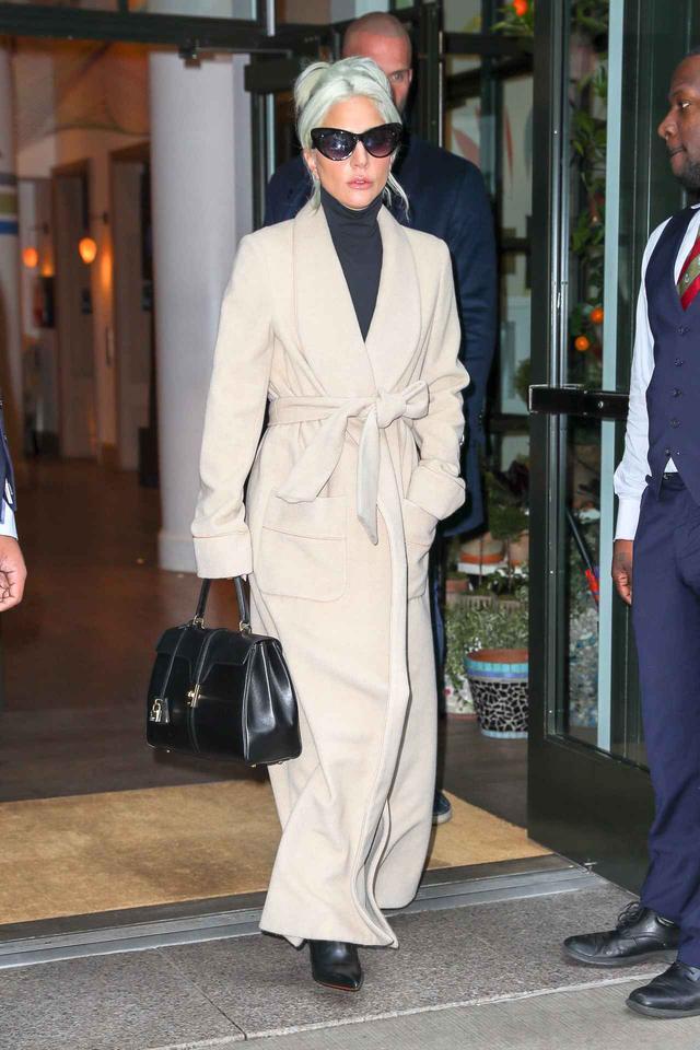 画像1: レディー・ガガがプライベートでヘビロテしまくるセリーヌのバッグ!