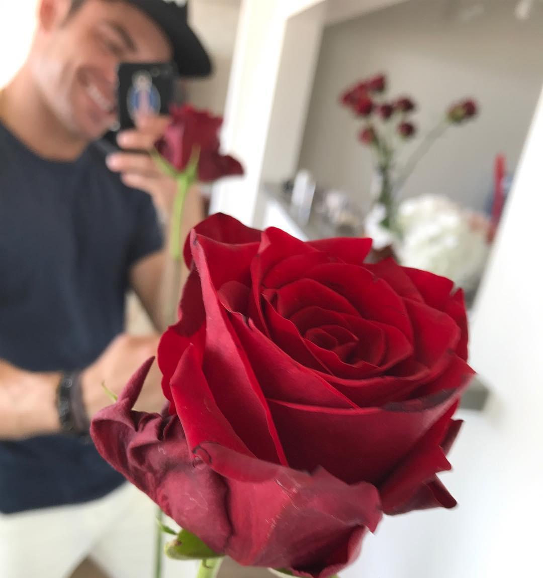 """画像1: Zac Efron on Instagram: """"Happy Valentine's Day! I love you all ❤️"""" www.instagram.com"""