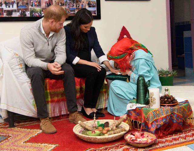 画像2: 妊娠7ヶ月のメーガン妃が、モロッコでタトゥーをゲット!?