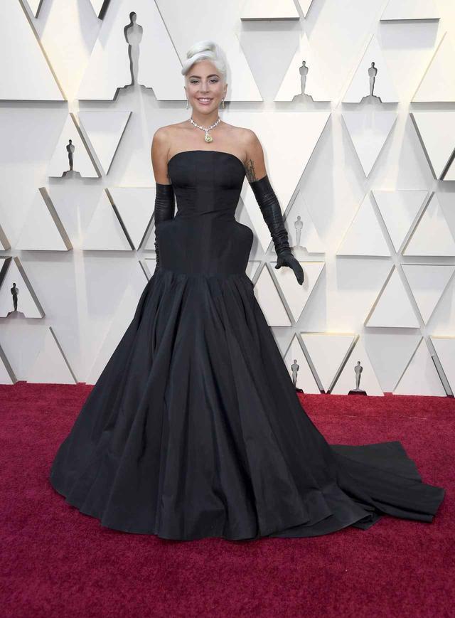画像1: レディー・ガガ、第91回アカデミー賞で30憶超えのネックレスを着用