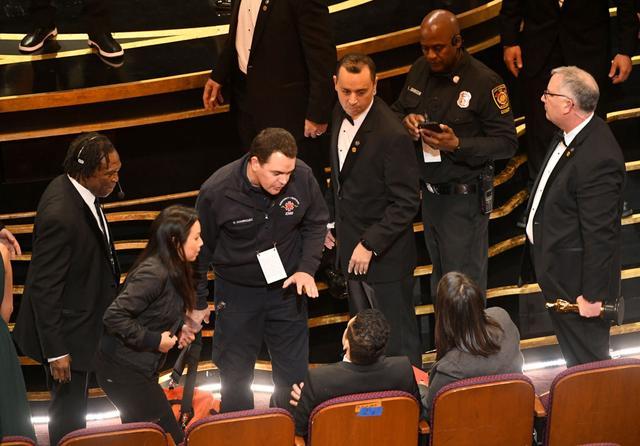画像4: ラミ・マレック、アカデミー賞ステージから落下していた!救護班も出動