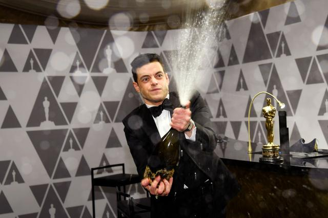 画像6: ラミ・マレック、アカデミー賞ステージから落下していた!救護班も出動