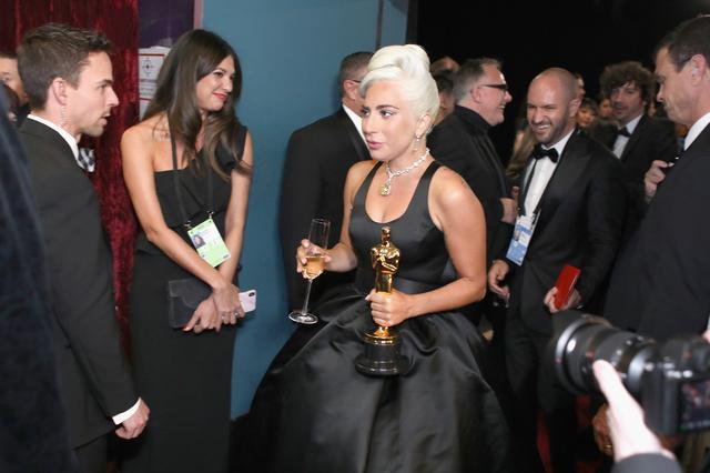画像2: レディー・ガガ、アカデミー賞初受賞の「数秒後に放った言葉」とは