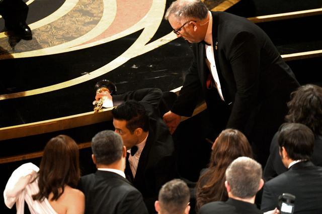 画像1: ラミ・マレック、アカデミー賞ステージから落下していた!救護班も出動