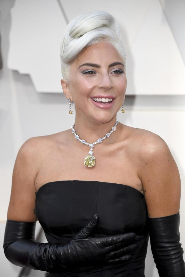 画像2: レディー・ガガ、第91回アカデミー賞で30憶超えのネックレスを着用