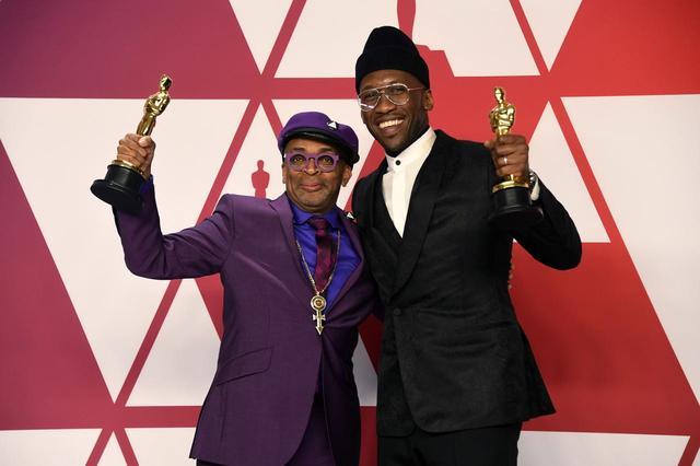 画像: リー監督と『グリーンブック』で助演男優賞に輝いたマハーシャラ・アリ。