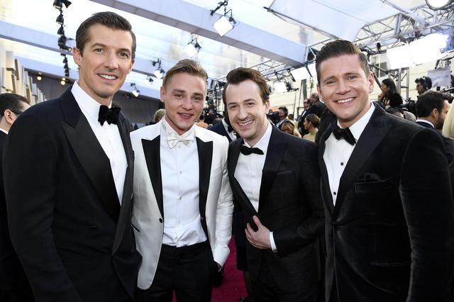 画像: 左からグウィリム・リー、ベン・ハーディ、ジョセフ・マッゼロ、アレン・リーチ