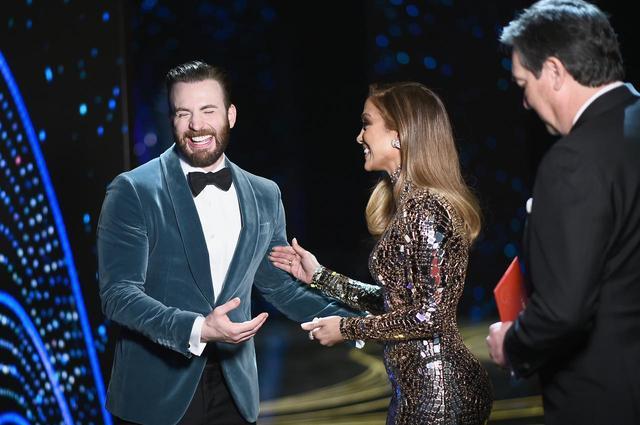 画像1: クリス&ジェニファーの爆笑の理由が気になる