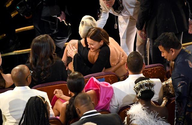 画像: ブラッドリーの恋人がガガのオスカー受賞に大喜び