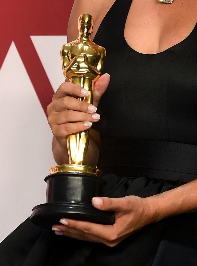 画像: レディー・ガガ、アカデミー賞のネイルは日本人が担当!9ドルのポリッシュを使用
