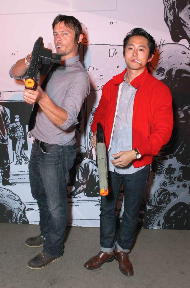 画像: 2012年、ノーマン・リーダスとスティーヴン・ユァン