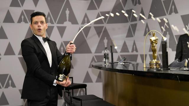 画像3: 授賞式直後にラミがシャンパン片手に大暴れ