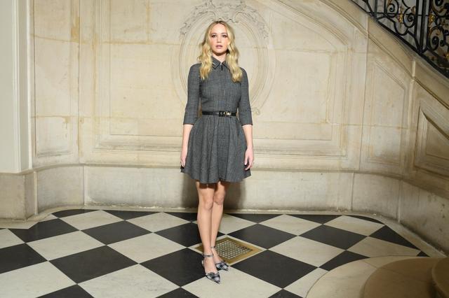 画像2: ジェニファー・ローレンス、Diorイベントで「2200万円の婚約指輪」をお披露目