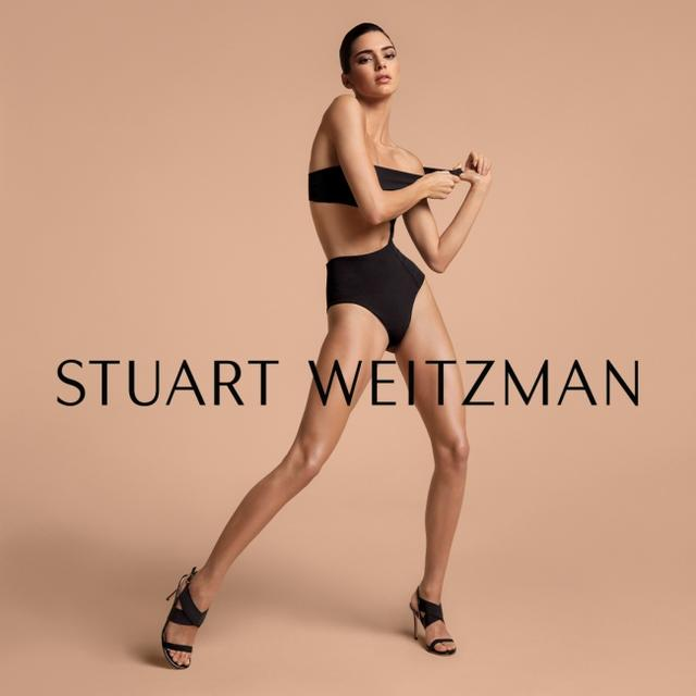 画像1: ケンダル・ジェンナー が履く、スチュアート・ワイツマン新作サンダル