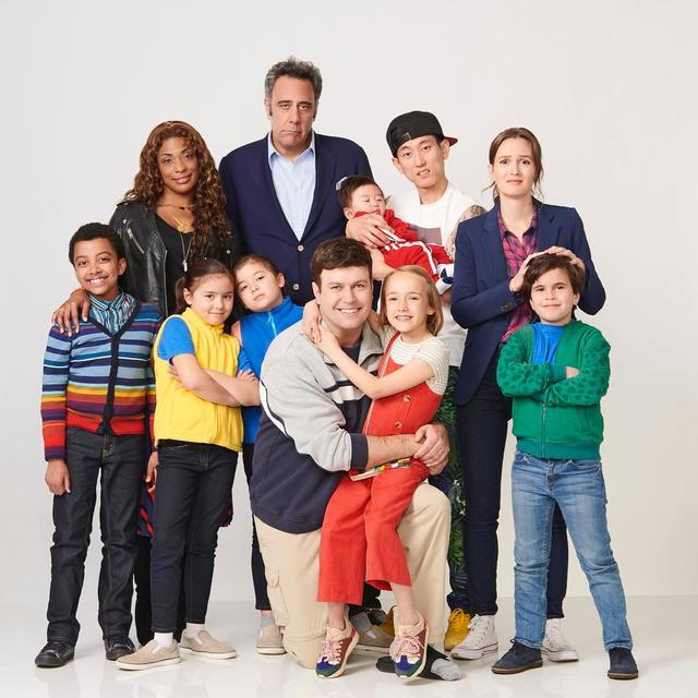 "画像1: Single Parents on Instagram: ""It takes a village! #SingleParents is coming soon to ABC."" www.instagram.com"