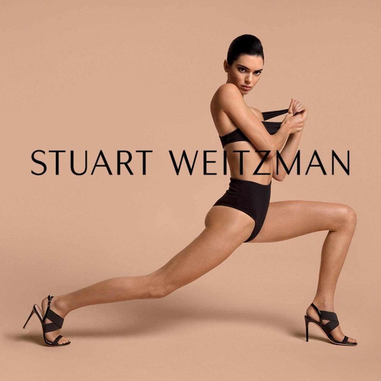画像2: ケンダル・ジェンナー が履く、スチュアート・ワイツマン新作サンダル