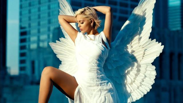 画像: Bebe Rexha - Last Hurrah (Official Music Video) www.youtube.com
