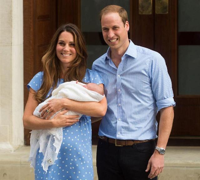 画像: 長男ジョージ王子のお披露目会見の様子。
