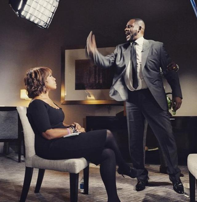画像: インタビュー中に立ち上がり暴れるR.ケリーに冷静に対応するガイル。©Gayle King/ Instagram https://www.instagram.com/p/BupaXcgjHB_/