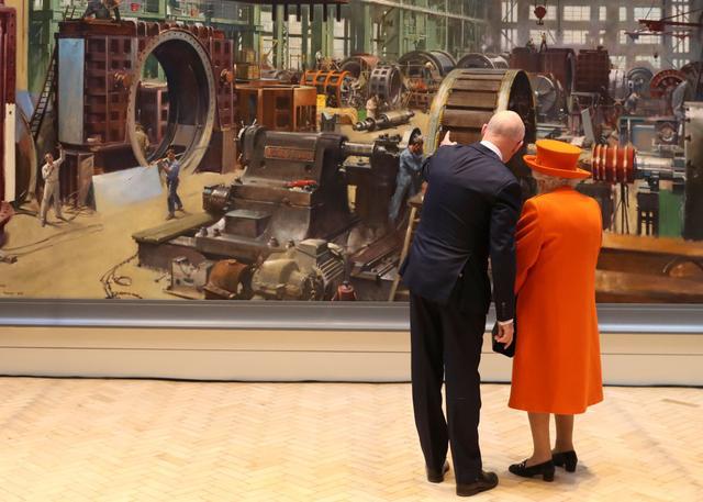 画像: エリザベス女王がサイエンス・ミュージアムを訪問したのは同館で新たに始まる「トップ・シークレット(Top Secret)」と名づけられた夏期展示のオープンと、スミス・センターの開設を告知するため。