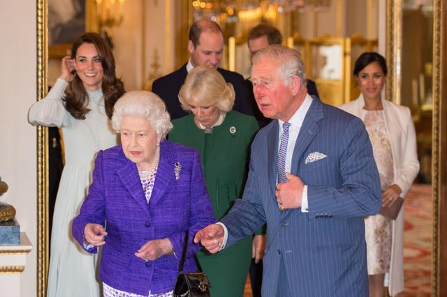 画像1: キャサリン妃着用の「誰が作ったか分からないドレス」が息をのむ美しさ