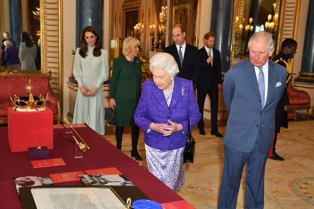 画像3: キャサリン妃着用の「誰が作ったか分からないドレス」が息をのむ美しさ