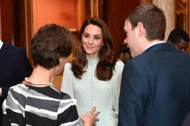 画像2: キャサリン妃着用の「誰が作ったか分からないドレス」が息をのむ美しさ