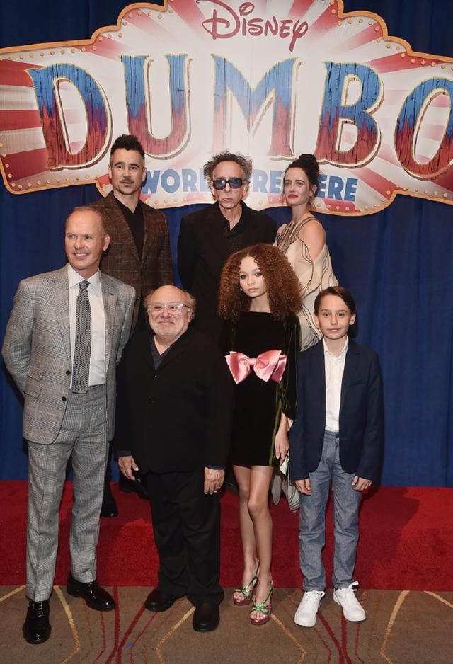 画像: 上段左上から:コリン・ファレル、ティム・バートン監督、エヴァ・グリーン 下段左から:マイケル・キートン、ダニー・デヴィ―ト、ニコ・パーカー、フィンリー・ホビンス。
