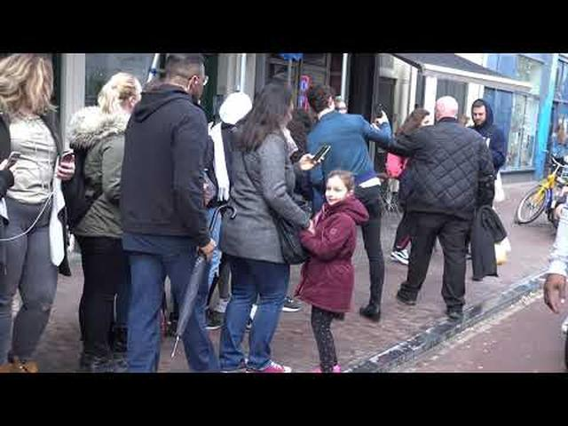 画像: SHAWN MENDES GREETS HIS FANS IN AMSTERDAM 1 youtu.be