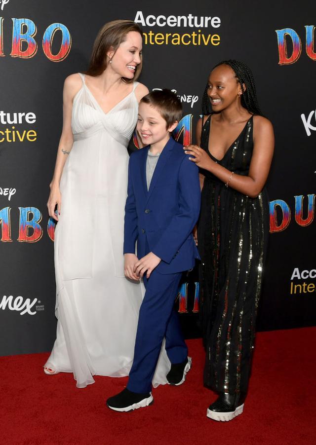 画像: 子供たちもアンジェリーナに合わせ、普段より少しドレスアップした装いで上映会を楽しんだ。