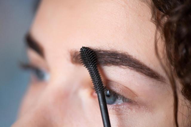 画像3: まばらで薄い眉、細い眉の場合
