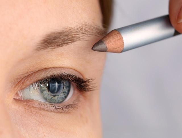 画像1: まばらで薄い眉、細い眉の場合
