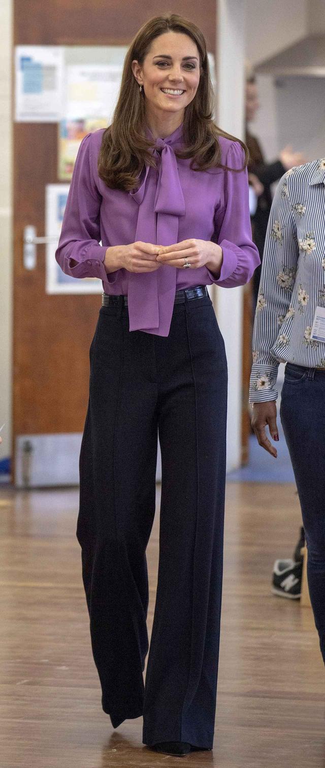 画像1: キャサリン妃が珍しくハイウエストパンツで脚長コーデをお披露目