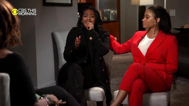 画像: インタビューで号泣しながらケリーを擁護するアズリエル。