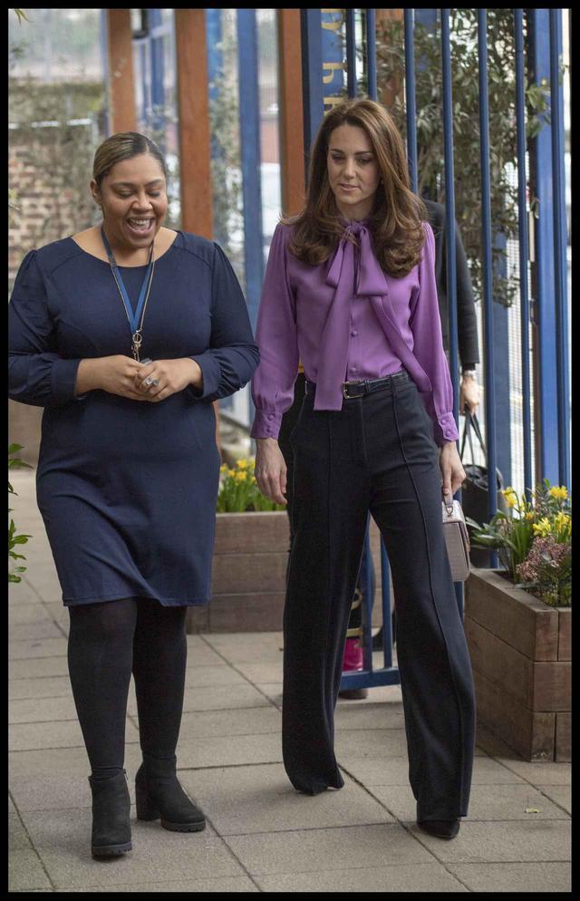 画像2: キャサリン妃、まさかのシャツを前後逆に着用していた
