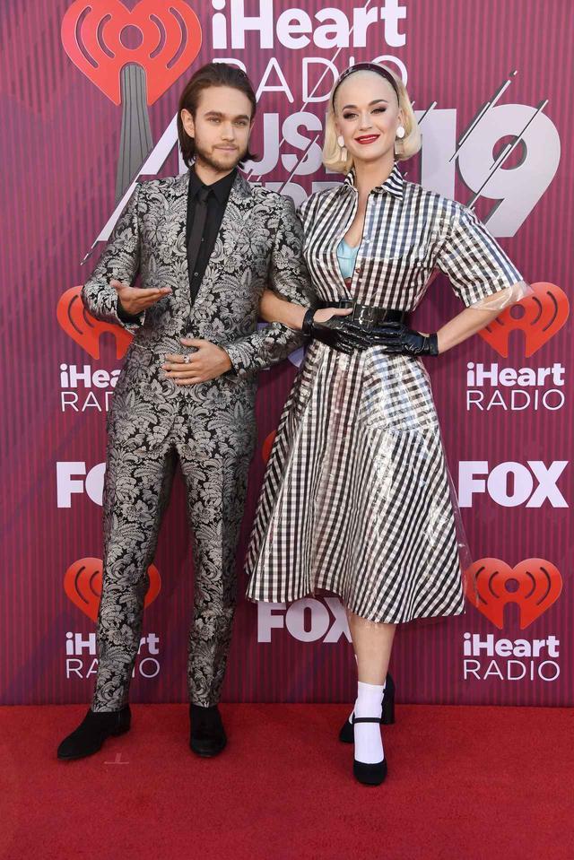 画像2: iHeartRadioアワードのレッドカーペットスタイルをお届け、人気セレブの衣装は?